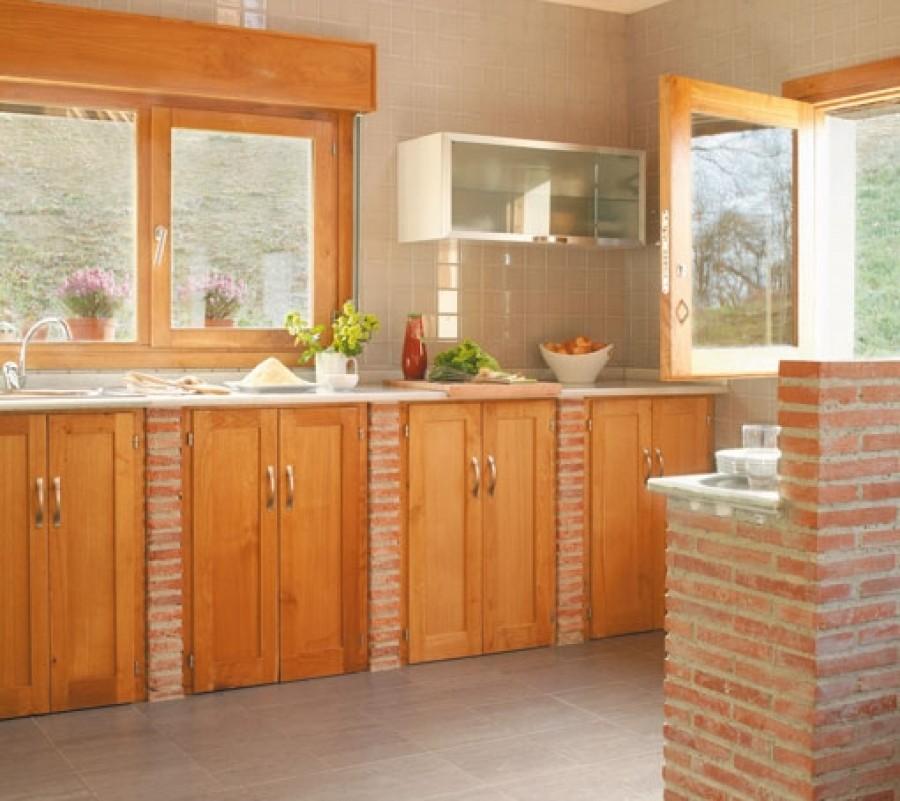 Como puedo fabricar una cocina de obra bonita y econ mica for Como decorar una cocina rustica pequena