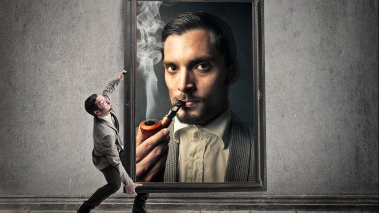 El narcisista busca compensar sus inseguridades con una valoración muy alta de su propia persona